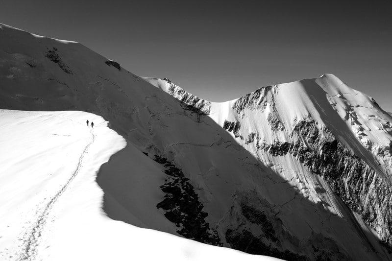 Refuge du gouter en noir et blanc - Ascension du mont blanc par la voir normale - Randonnée et alpinisme pour grimper le mont blanc