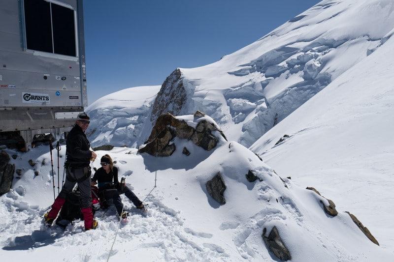 neige immaculée lors de l'Ascension du mont blanc par la voir normale - Randonnée à ski et alpinisme pour grimper le mont blanc